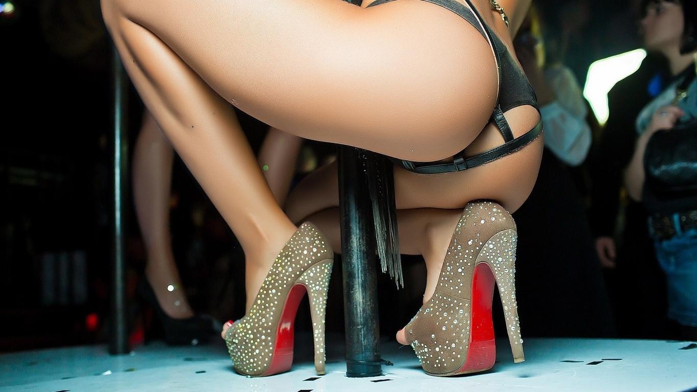 krasivaya-popka-striptiz